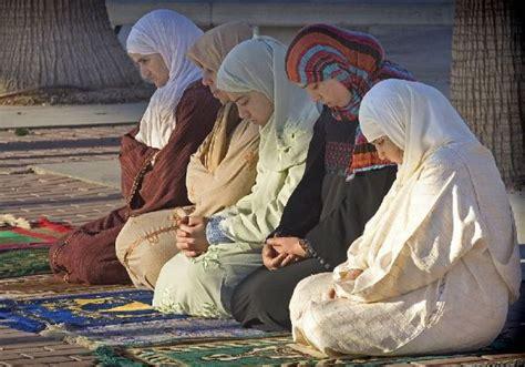imagenes de musulmanes orando la mujer en el islam