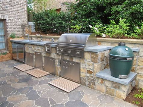 bbq bathrooms a custom made outdoor kitchen with lynx appliances