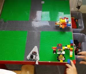 table lego ikea avec espace de stockage bidouilles ikea