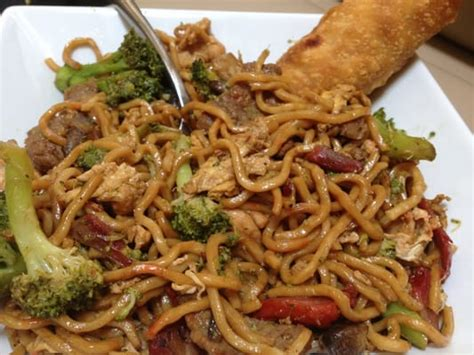 house special lo mein house lo mein house special lo mein with broccoli added and a crispy egg roll yelp