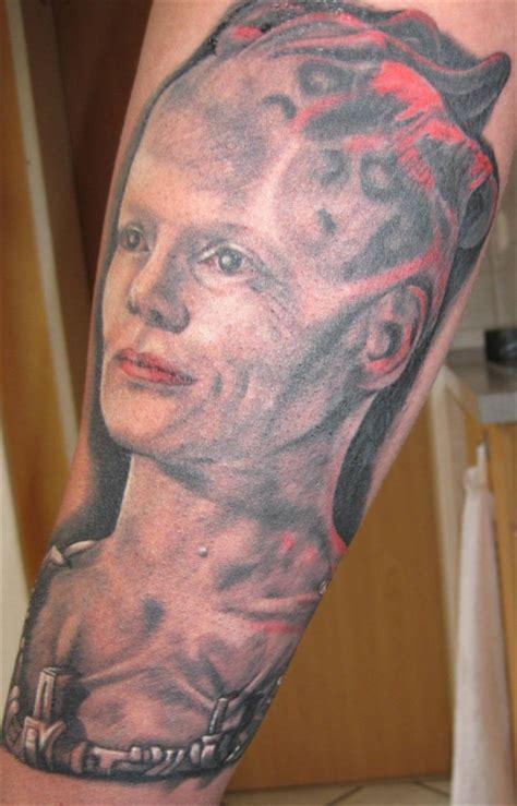 queen tattoo vorlagen riesenzwerg queen tattoos von tattoo bewertung de