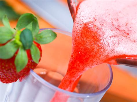 make a how to make a simple strawberry smoothie 14 steps with