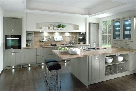 Kitchens Interiors Inselk 252 Che Casa Im Landhausstil Senkrecht Geplankt In Grau