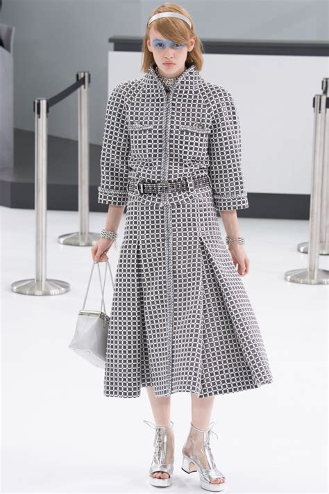 Designer Clothes Chanel Top 10 by Gwyneth Paltrow Claims She S Not Afraid Of Getting