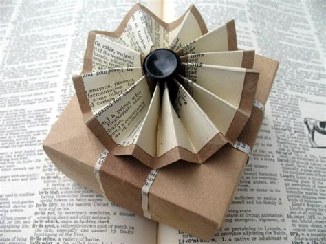 gift wrapping with newspaper ideas 2 upcycle upcycled gift wrap ideas