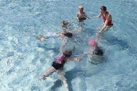 schwimmkurs ab wann schwimmen lernen die wasserwacht