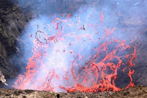 photo   day volcanic eruption  mount yasur asia