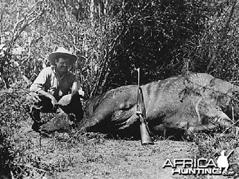 Tshirtt Shirtkaos Explorer National Geographic Black hemingway writes on africa 1954
