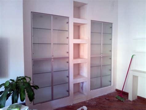 libreria giunti cagliari foto mobile in cartongesso con inserimento di vetrine di