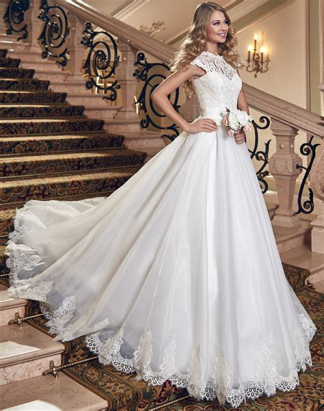 2015 victorian wedding dress with sleeveless and with
