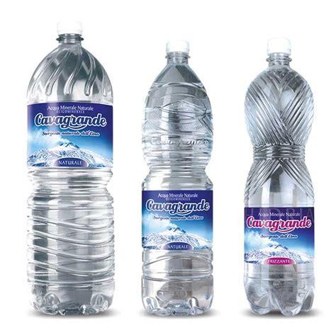 acqua demineralizzata fatta in casa cavagrande acqua minerale naturale con acqua frizzante