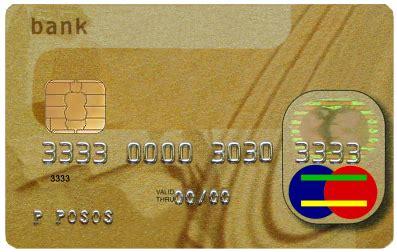 ladari di carta cerca di pagare una birra con una carta di credito rubata