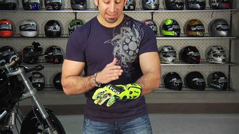 Motorradhandschuhe Valentino Rossi by Dainese Valentino Replica Gloves Review At Revzilla