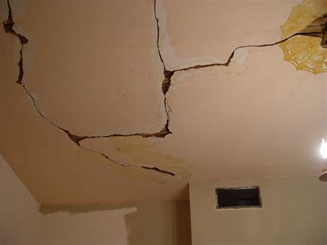 ceiling cracks and your foundation align foundation