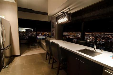 Vdara Two Bedroom Penthouse by Vdara Corner Penthouse Suite Bathtub Doesn T Get Better