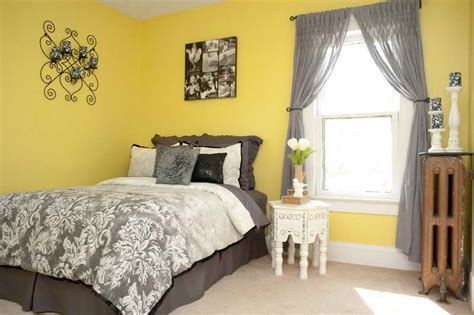 Light Yellow Bedroom Decor by Ideas Guest Room Decorating With Yellow Walls Guest Room