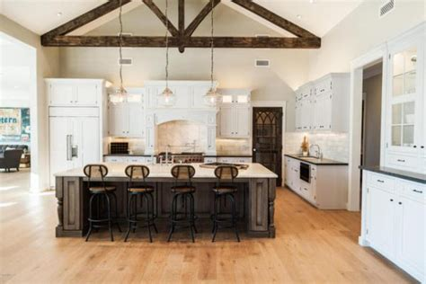 Hanging Lights Kitchen 20 Farmhouse Kitchens For Fixer Upper Style Industrial Flare