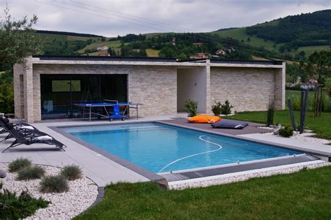 Pool House Contemporain by Pool House Contemporain Piscine Lyon Par Piegay
