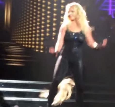 Britneys Falls Out hair extensions fall out onstage ny