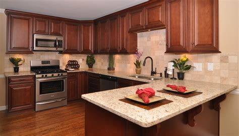 maple auburn glaze cabinets maple cabinets cabinets and maple kitchen on pinterest