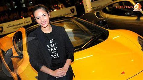 pemeran film balap mobil cantiknya chelsea islan di video ini celeb bintang com