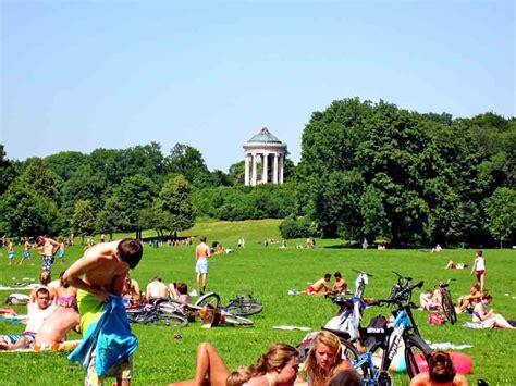 englischer garten münchen größer als central park un giardino inglese a monaco di baviera