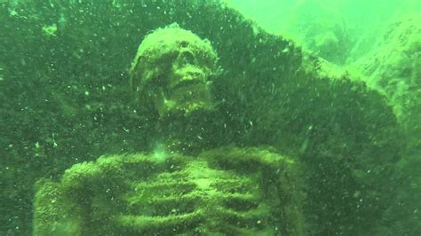 lake lanier boat rs near me snorkelers find skeletons having tea party at bottom of