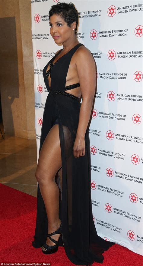 what is the braxton doing in 2014 toni braxton braless at the red star ball as she reveals