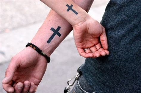 how much is a cross tattoo on your shoulder couple s plain black cross tattoos tattoos that i like