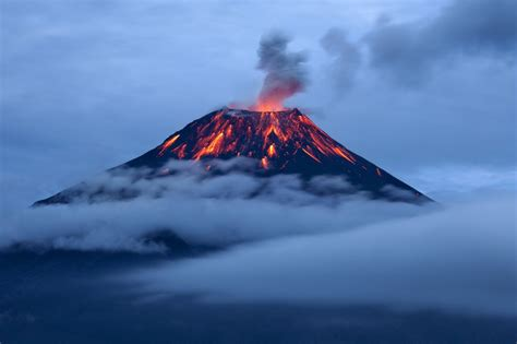 world s largest lava l photos of world s largest lava lake inside active volcano