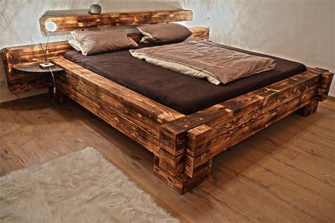 bett aus balken balkenbett mount everest hoch mit nachttischen aus