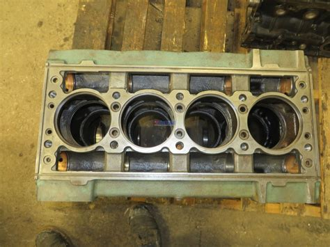 engine detroit diesel   engine block good