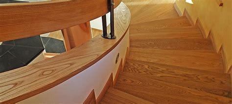 rivestire scala in legno 17 migliori idee su ringhiere delle scale in legno su