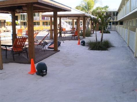 Osprey Tiki Bar 301 Moved Permanently