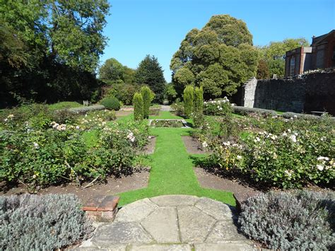 Palace Gardens by File Eltham Palace Garden Jpg Wikimedia Commons