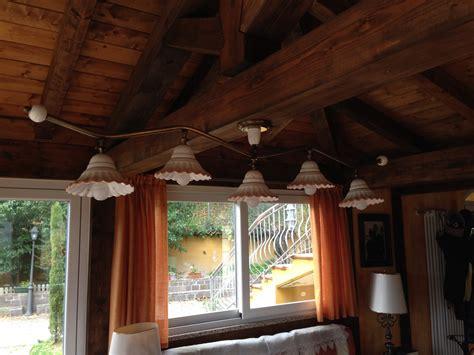 illuminazione per interni rustici taverna illuminazione ladari e applique in ceramica