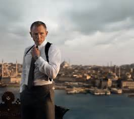 what does daniel craig wear as bond in skyfall