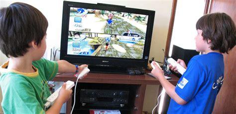 imagenes de niños obesos jugando videojuegos jugar videojuegos puede favorecer el desarrollo de los