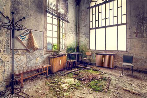 photographing  creepy  abandoned hospital urban