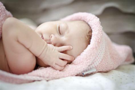 Sarung Tangan Bayi selain lapar ini 10 sebab bayi anda asyik menangis