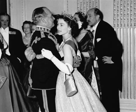 queen elizabeth biography in hindi photos the life and times of queen elizabeth rediff com