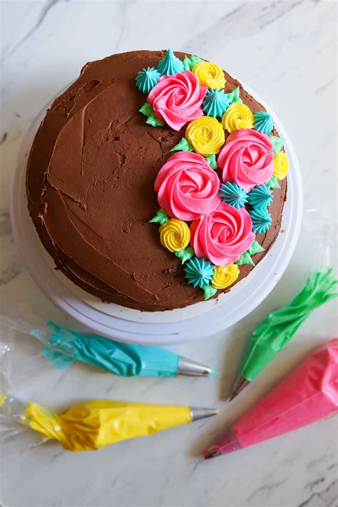tips for frosting a cake tips for frosting cakes and 4 easy ideas the pioneer