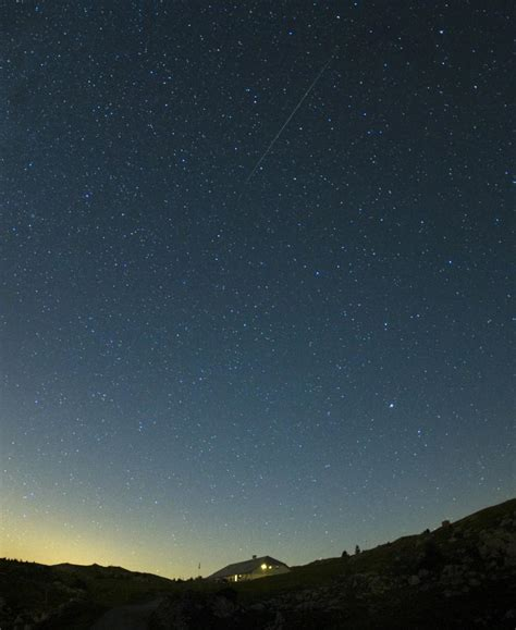 Perseids Meteor Shower Times by Spectacular Perseid Meteor Showers At A Glance Stay Tuned