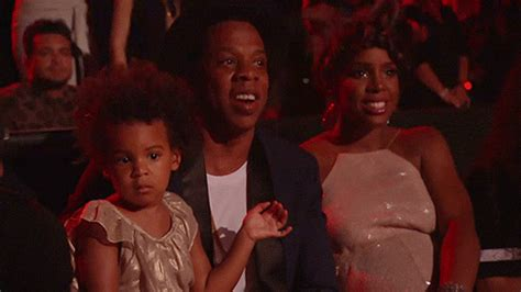 Beyonce Screws Dancers by Blue Dances During Beyonce S Performance At The 2014 Vmas