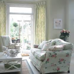 Living Room Cottage Curtains Traditional Living Room With Floral Sofa And Curtains