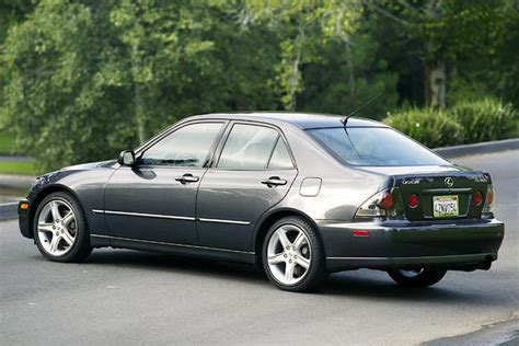 2004 lexus is 300 overview cars