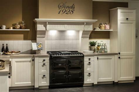 landelijke keukens met fornuis landelijke keuken kookplezier met aga fornuis db