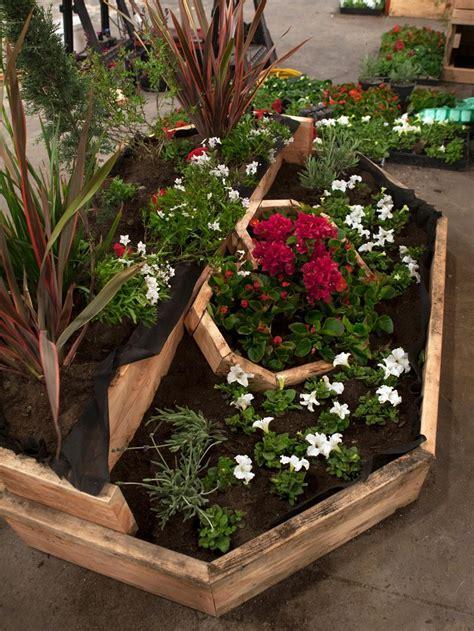 bordure in legno per giardino bordure per aiuole in pietra e legno ecco le soluzioni