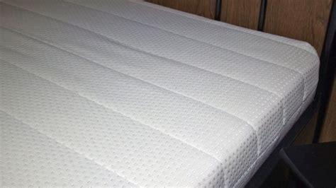 matratzen reinigen flecken aus matratzen entfernen frag mutti