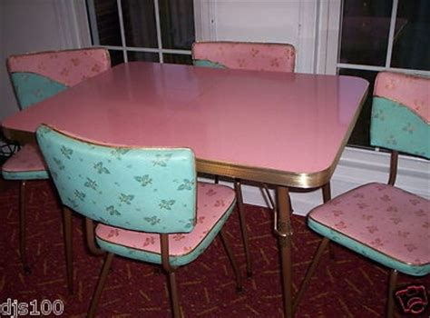 pink kitchen table and chairs vintage kitchen formica table leaf 4 chairs turquoise